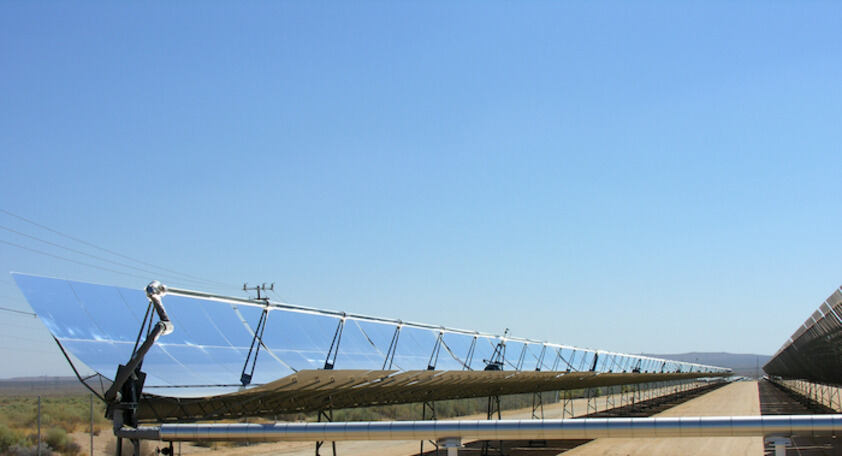 Concentrating solar power plant (Source: Wikimedia)
